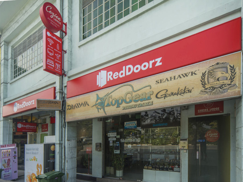 Singapore RedDoorz Hotel is now in Cebu